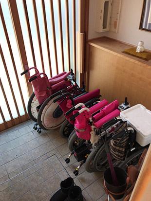 玄関 車椅子置場
