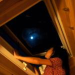 天窓よりの月