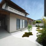 玄関アプローチと前庭