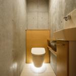 地階トイレ